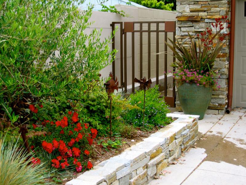 11halopoff-sideyard_driveway